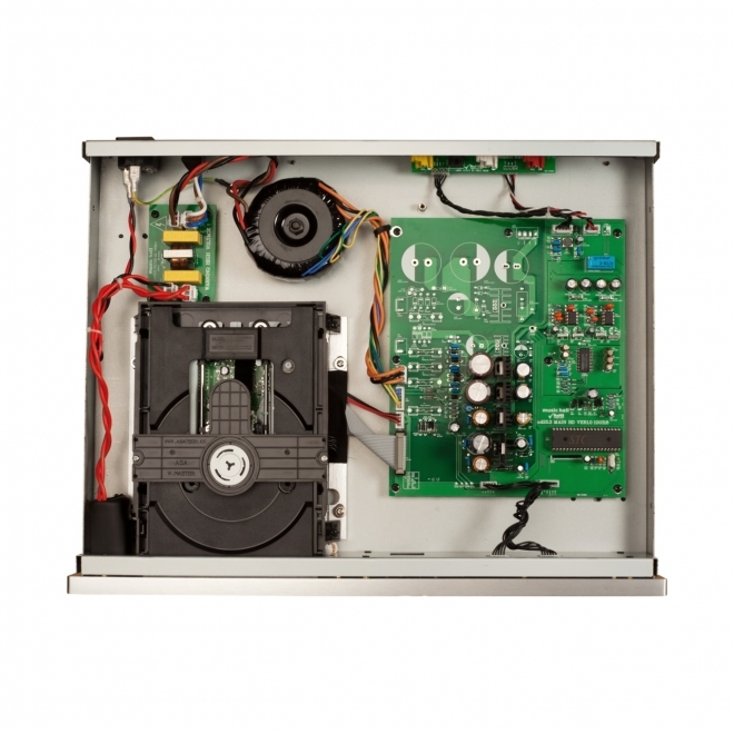 music hall cd35.2 cd player (interior)