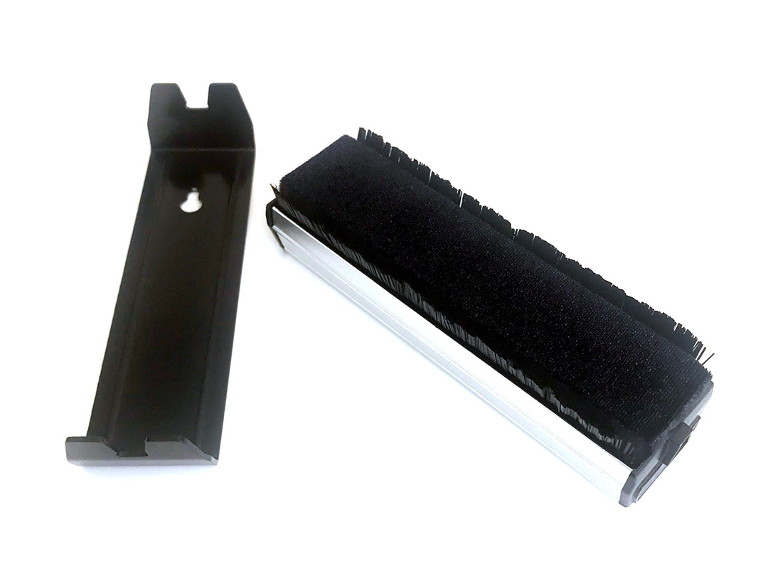 music hall carbon fiber brush